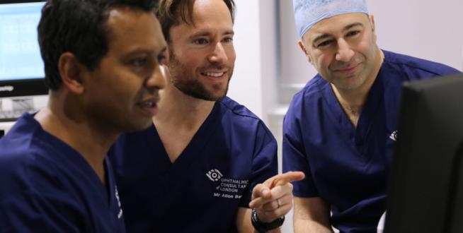 3 doctors talking