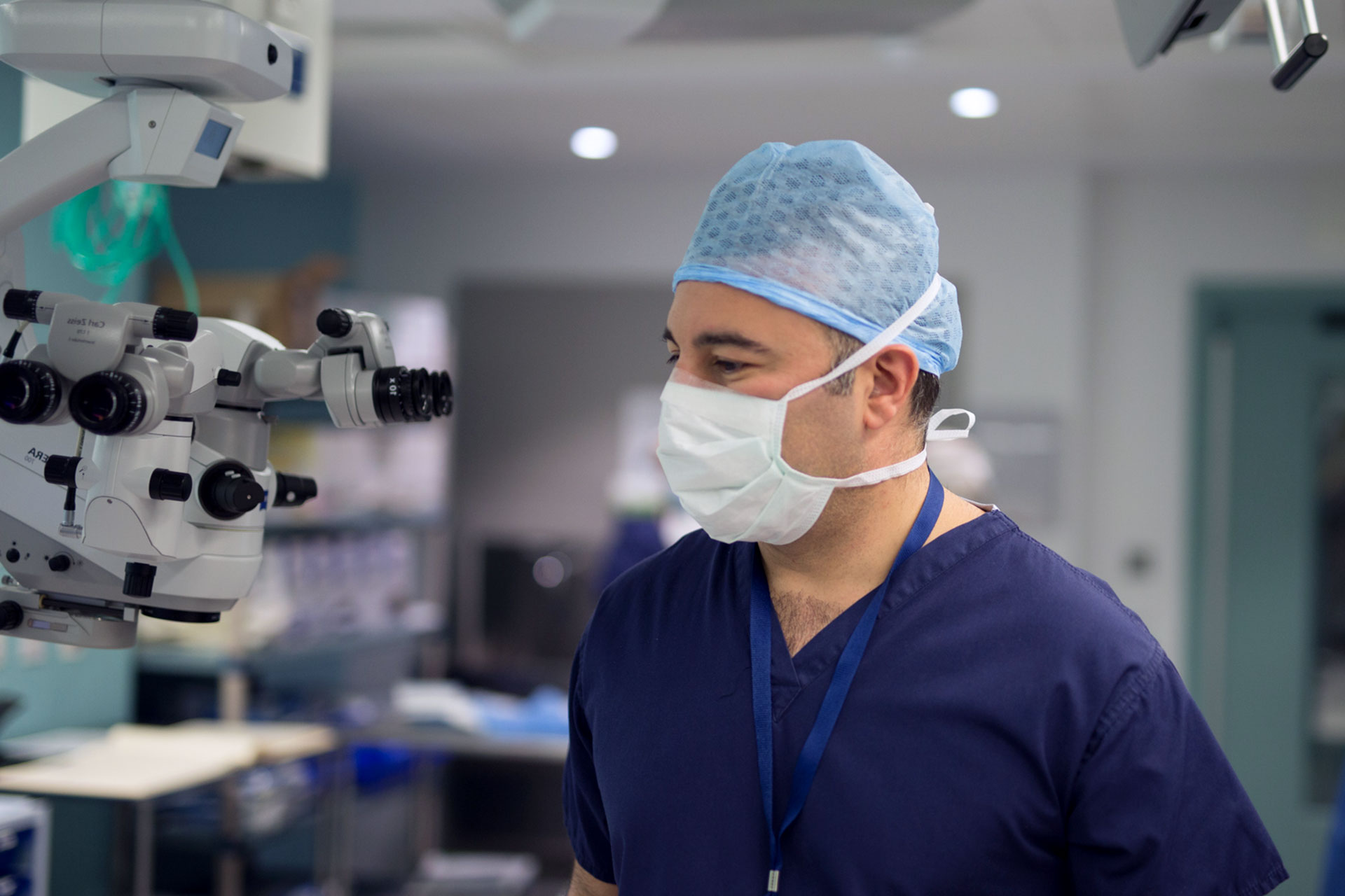 Dr Ali Mearza operating
